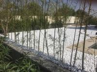محوطه سازی باغ ویلا با قلوه سنگ تزئینی سفید